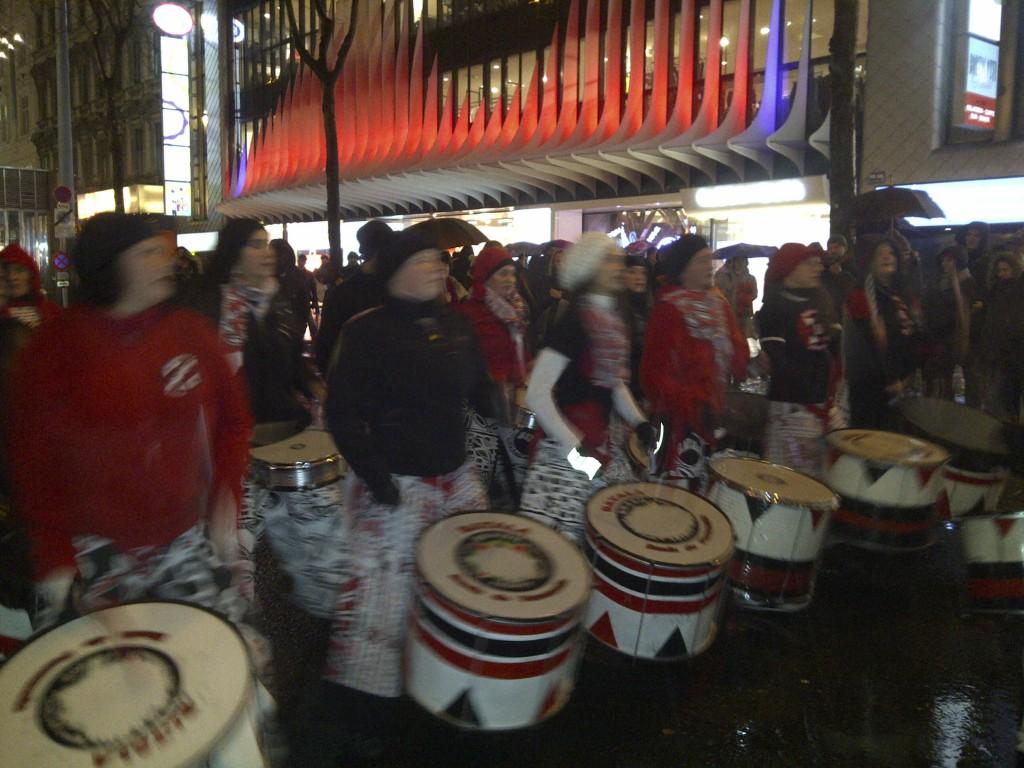 Balata-Trommlerinnen auf der Mariahilferstraße