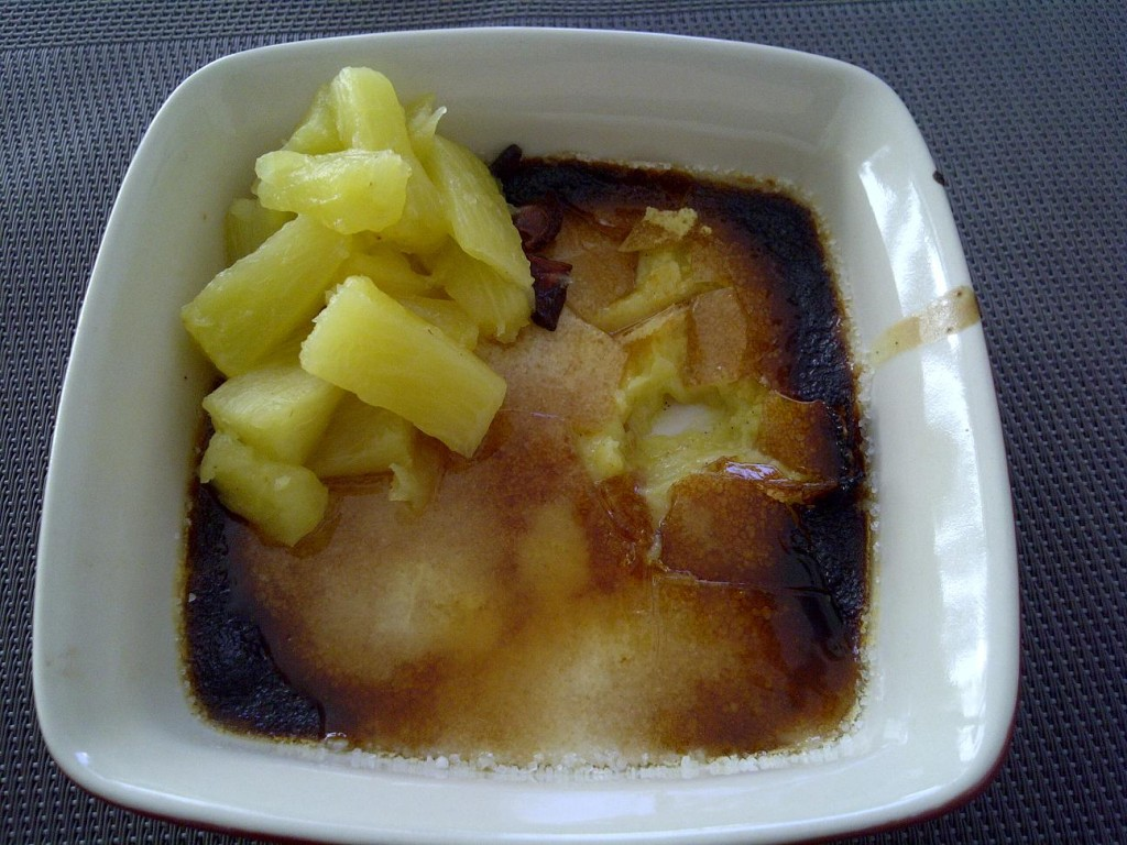 Creme brulee mit Gewürzananas