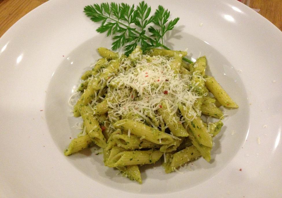 Pesto mit Karottengrün