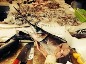 Fischstand an der Piazza San Cosimato