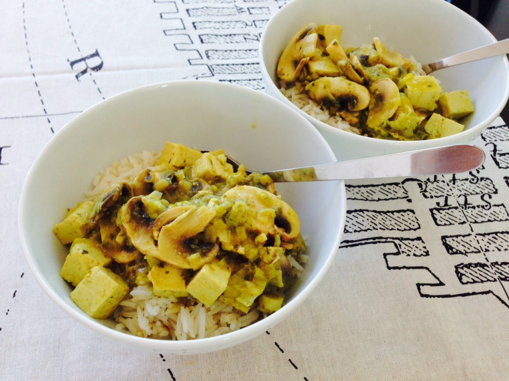 Grünes Tofu- und Champignon-Curry
