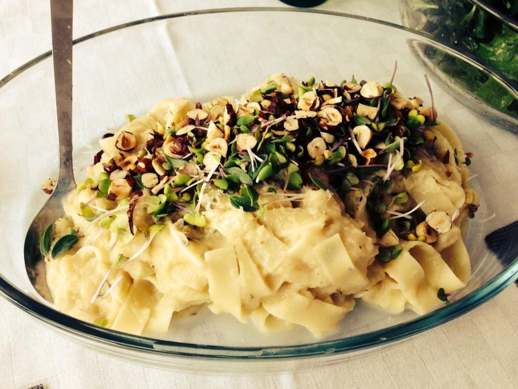 Topinambur Pasta mit Haselnüssen