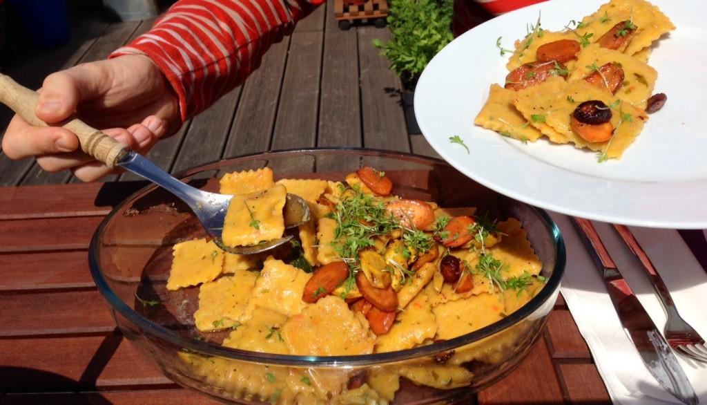 Karottenravioli mit Löwenzahn und Salbeibutter