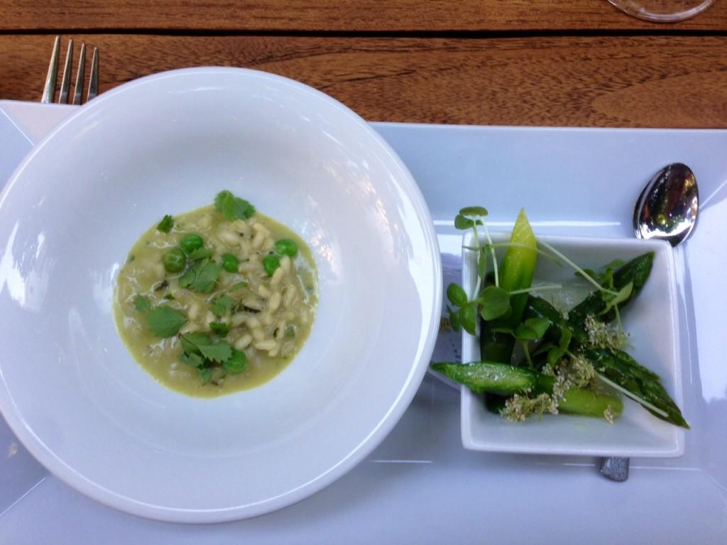 Erbsen-Minz-Risotto und Spargel mit Gelee