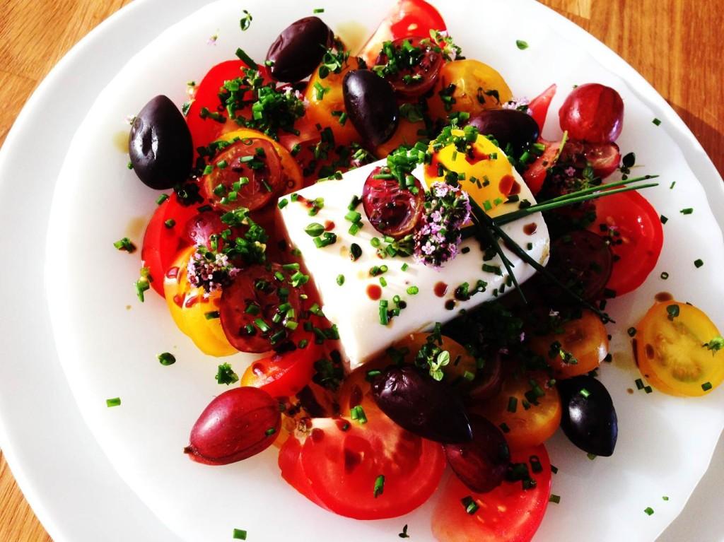 Schafkäse-Schoggerl mit Tomaten, Stachelbeeren und Zitronenthymian