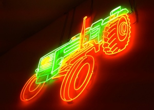 Neon-Traktor im Ferdl