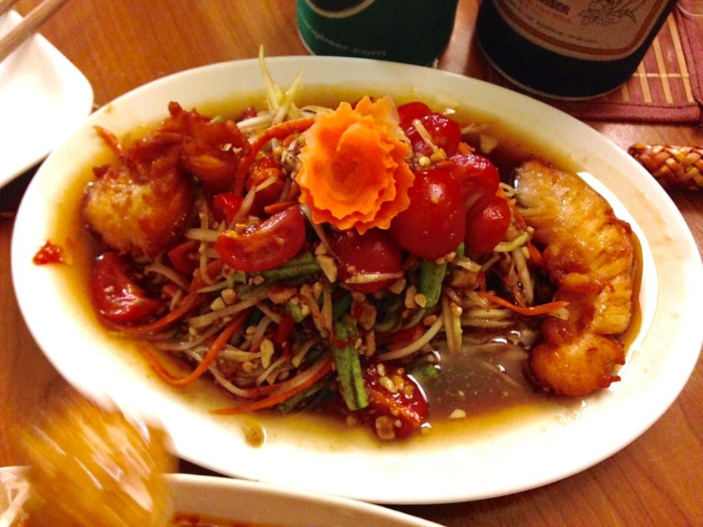 Riesiger Papaya-Salat Som Tam Thai