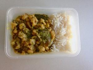 Steckrüben-Curry mit Kaffir und Bohnen
